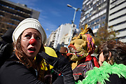 20180623/ Nicolas Celaya - adhocFOTOS/ URUGUAY/ MONTEVIDEO/ PLAZA FABINI/ Fanfarria Invernal en la plaza Fabini, Montevideo. Esta actividad es organizada por el Centro Cultural Urbano y es una bienvenida al invierno, para resignificar su llegada y relativizar el fr&iacute;o, busca a trav&eacute;s del arte y la cultura dar visibilidad a la problem&aacute;tica de los que viven en la calle en el pa&iacute;s. Se estima que hay alrededor de 1.600 personas sintecho en Montevideo y que con la llegada del invierno y sus bajas temperaturas, los refugios se saturan. Urbano ofrece talleres de teatro, danza, pl&aacute;stica o m&uacute;sica a estas personas, a las que se les brinda la posibilidad de presentar su arte en diferentes espacios.<br /> En la foto: Fanfarria Invernal en la plaza Fabini, Montevideo. Foto: Nicol&aacute;s Celaya /adhocFOTOS