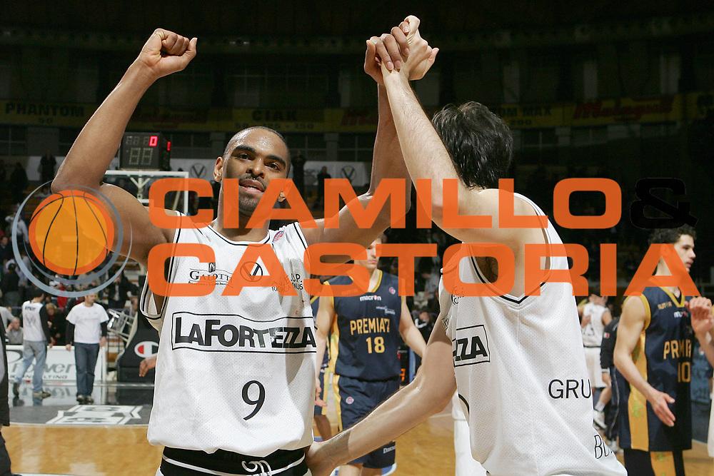 DESCRIZIONE : Bologna Lega A1 2007-08 La Fortezza Virtus Bologna Premiata Montegranaro<br /> GIOCATORE : Alan Anderson<br /> SQUADRA : La Fortezza Virtus Bologna<br /> EVENTO : Campionato Lega A1 2007-2008 <br /> GARA : La Fortezza Virtus Bologna Premiata Montegranaro<br /> DATA : 25/03/2008 <br /> CATEGORIA : Esultanza<br /> SPORT : Pallacanestro <br /> AUTORE : Agenzia Ciamillo-Castoria/M.Minarelli<br /> Galleria : Lega Basket A1 2007-2008 <br /> Fotonotizia : Bologna Campionato Italiano Lega A1 2007-2008 La Fortezza Virtus Bologna Premiata Montegranaro<br /> Predefinita : si