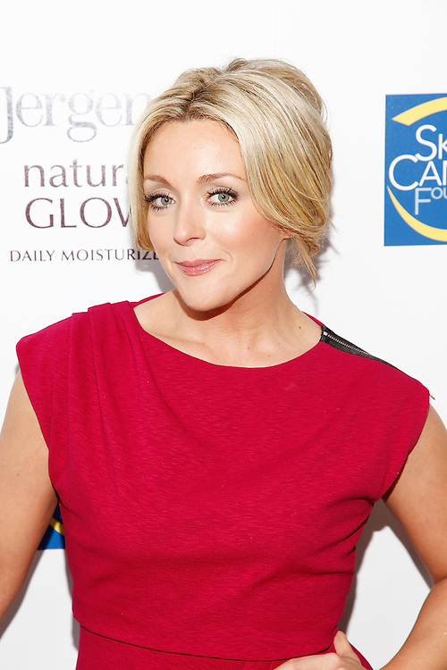 """NEW YORK - MARCH 23:  Actress Jane Krakowski attends the launch of the Jergens Natural Glow """"In-The-Glow"""" campaign at The London Hotel on March 23, 2010 in New York, New York.  (Photo by Joe Kohen/WireImage for Jergens)"""