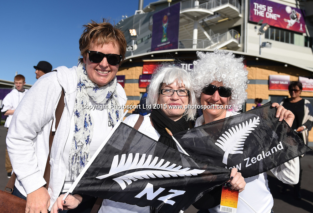 Fans during the FIFA U20 World Cup match, New Zealand Junior All Whites v Ukraine. North Harbour Stadium, Auckland, New Zealand. Saturday 30 May 2015. Copyright Photo: Andrew Cornaga / www.photosport.co.nz