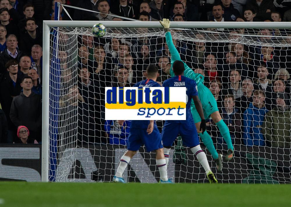 Football - 2019 / 2020 UEFA Champions League - Group H: Chelsea vs. Ajax<br /> <br /> Kepa Arrizabalaga (Chelsea FC) mis judges the flight of the corner and concedes a third goal at Stamford Bridge <br /> <br /> COLORSPORT/DANIEL BEARHAM