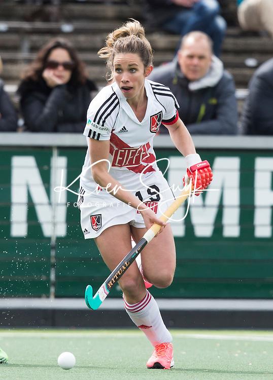 AMSTELVEEN -  Ellen Hoog (A'dam)   tijdens de tweede halve finalewedstrijd in de Play offs tussen Amsterdam en  SCHC (2-0).  Amsterdam gaat door naar de finale. COPYRIGHT KOEN SUYK