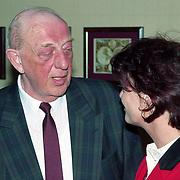 NLD/Amsterdam/19940422 - Feestje verjaardag Paul Wilking op Schiphol, Gerard Toorenaar in gesprek met Barbara Plugge