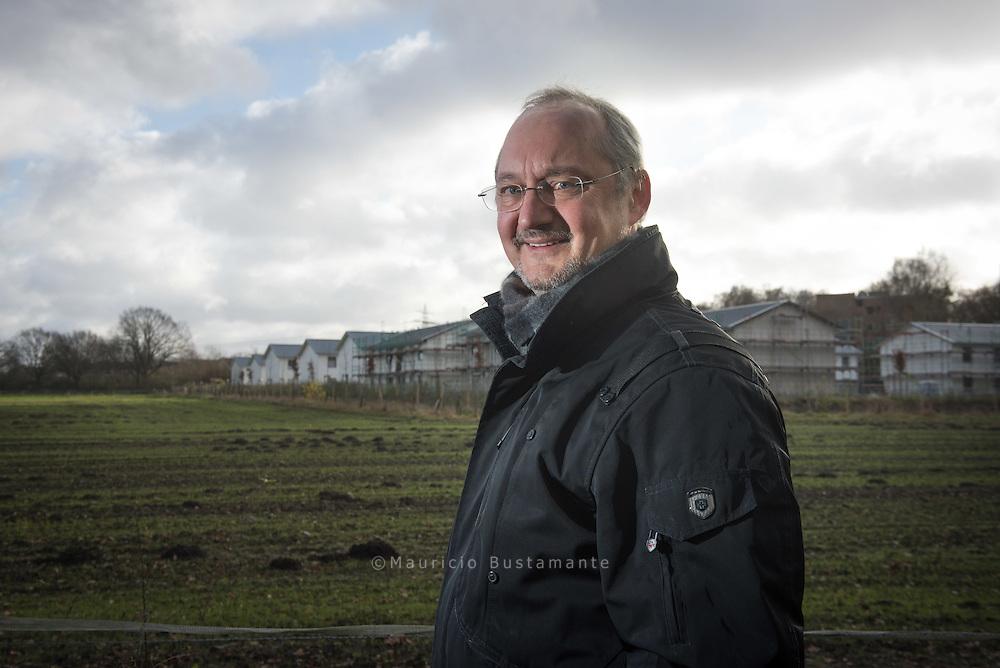 Der Rissener Klaus Schomacker findet<br /> 75 Wohnungen für Flüchtlinge in seiner<br /> Nachbarschaft &bdquo;mutig&ldquo;. Zumal die Unterkunft<br /> nebenan auf 750 PL&Auml;TZE erweitert wird.