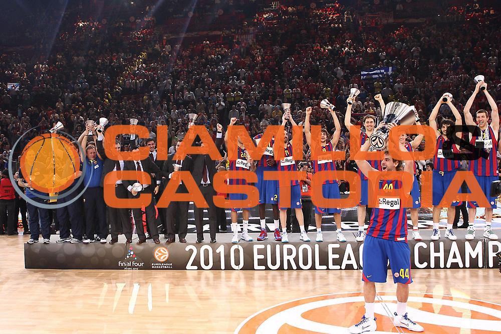 DESCRIZIONE : Parigi Paris Eurolega Eurolegue 2009-10 Final Four Finale 1-2 posto place Final Regal Fc Barcellona Olympiacos Pireo Atene<br /> GIOCATORE : Team Roger Grimau<br /> SQUADRA :&nbsp;Regal Fc Barcellona <br /> EVENTO : Eurolega 2009-2010&nbsp;<br /> GARA : Regal Fc Barcellona Olympiacos Pireo Atene<br /> DATA : 09/05/2010&nbsp;<br /> CATEGORIA : premiazione esultanza coppa team<br /> SPORT : Pallacanestro&nbsp;<br /> AUTORE : Agenzia Ciamillo-Castoria/C.De Massis<br /> Galleria : Eurolega 2009-2010&nbsp;<br /> Fotonotizia : Parigi Paris Eurolega Euroleague 2009-2010 Final Four Finale 1-2 posto place Final Regal Fc Barcellona Olympiacos Pireo Atene<br /> Predefinita :