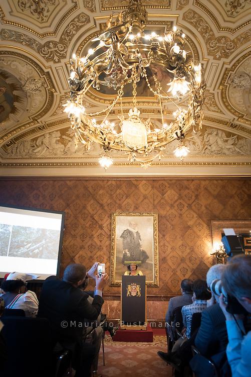 """Zwischen 1904 und 1908 verübten die deutschen Kolonialtruppen im damaligen Deutsch-Südwest-Afrika einen Völkermord an den Volksgruppen der Herero und Nama, mit dessen schwerwiegenden Folgen die Nachfahren der Opfer bis in die Gegenwart hinein konfrontiert sind. Diese sind Thema des zweiten Transnationalen Herero- und Nama-Kongresses, den die Initiative Schwarze Menschen in Deutschland Bund e. V. und die Rosa Luxemburg Stiftung Hamburg zusammen mit dem zivilgesellschaftlichen Bündnis """"Quo Vadis Hamburg"""" am 6. und 7. April in Hamburg veranstalten. Anlässlich des Kongresses lädt der Senat zu einem Empfang ins Hamburger Rathaus."""