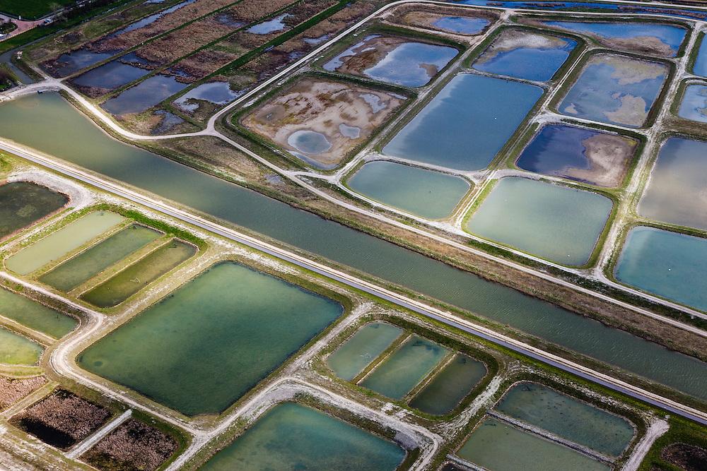 Nederland, Noord-Holland, Amsterdam (landelijk Noord), 16-04-2012; Waterland.  Detail Volgermeerpolder. De polder maakte oorspronkelijk deel uit van de veenderij Zunderdorp, tot in de jaren '50 is hier turf gewonnen. Na beeindiging van het vervenen werden de 'petgaten' volgestort met huisvuil en chemisch afval, onder andere met dioxine en benzeen afkomstig van Philips-Duphar..Inmiddels is de polder gesaneerd, de voormalige vuilstortplaats is afgedekt met folie en voorzien van en afdeklagen, bestaande uit zowel grond als ook water. Het ontwerp voorziet in een natuurgebied met 'sawa's' waarin nieuw veen zich kan ontwikkelen wat de vervuilde grond verder zal isoleren (natural capping)..The Volgermeerpolder in the rural area near Amsterdam once a landfill site for heavily polluted household and industrial waste, has been cleaned up using natural capping and turned into a nature area. .luchtfoto (toeslag), aerial photo (additional fee required);.copyright foto/photo Siebe Swart