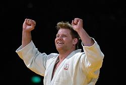 22-05-2005 JUDO: EUROPEES KAMPIOENSCHAP: ROTTERDAM<br /> Dennis van der Geest is derde geworden op het EK Judo. Van der Geest won daarmee zijn tiende EK medaille. In het begin ging de partij door oplopende straffen gelijk op, maar halverwege de partij maakte Van der Geest een mooie waza-ari<br /> ©2005-WWW.FOTOHOOGENDOORN.NL