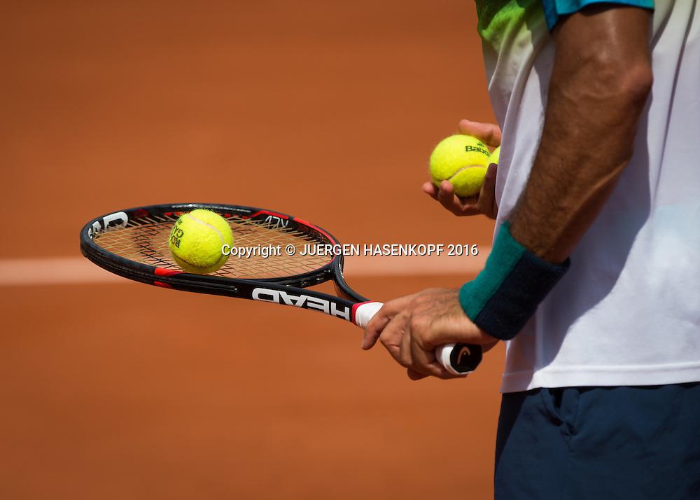Fernando Verdasco (ESP), Schlaeger und Ball, Nahaufnahme, Detail,<br /> <br /> Tennis - French Open 2016 - Grand Slam ITF / ATP / WTA -  Roland Garros - Paris -  - France  - 27 May 2016.