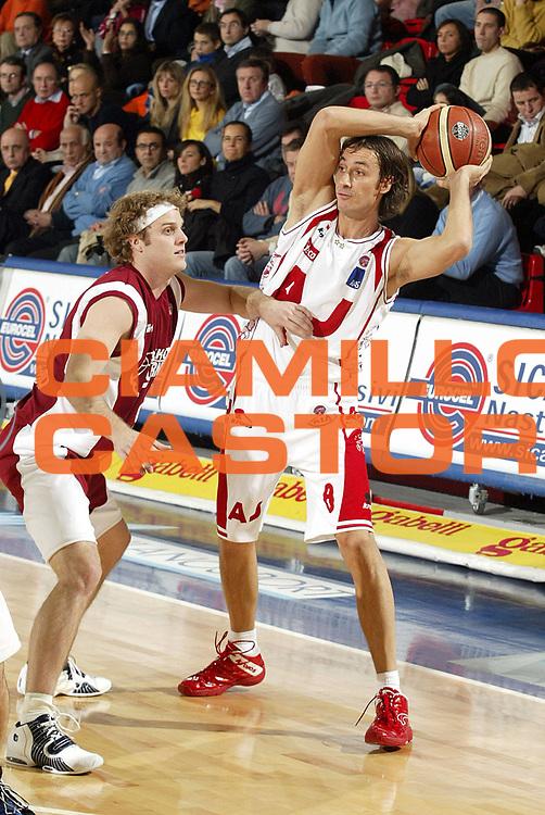 DESCRIZIONE : Milano Lega A1 2005-06 Armani Jeans Milano Basket Livorno<br />GIOCATORE : Coldebella<br />SQUADRA : Armani Jeans MIlano<br />EVENTO : Campionato Lega A1 2005-2006<br />GARA : Armani Jeans Milano Basket Livorno<br />DATA : 18/12/2005<br />CATEGORIA : Passaggio<br />SPORT : Pallacanestro<br />AUTORE : Agenzia Ciamillo-Castoria/S.Ceretti
