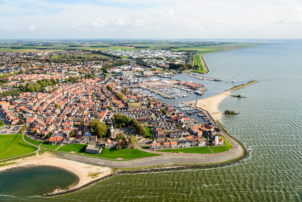 Nederland, Noordoostpolder, Urk, 10-10-2014. Voormalig eiland Urk, zicht op haven en jachthaven.Vissersplaats met grote vissersvloot, visafslag (veiling) en visverwerkende industrie. Streng gelovig dorp, veel verschillende protestantse kerken en kerkgenootschappen. Former island Urk, fishing port and marina. Fishing village with fish auction and fish processing industry. Strict religious village, many Protestant churches and denominations. <br /> luchtfoto (toeslag op standard tarieven);<br /> aerial photo (additional fee required);<br /> copyright foto/photo Siebe Swart