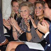 Uitreiking van de Prins Claus Prijs 2014 n het Koninklijk Paleis in Amsterdam.<br /> <br /> Presentation of the Prince Claus Award in 2014 n the Royal Palace in Amsterdam.<br /> <br /> op de foto / On the photo: koningin Maxima, prinses Beatrix, prinses Mabel, /// Queen Maxima, Princess Beatrix, Princess Mabel,