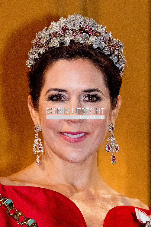 1-1-2018 - COPENHAGEN - Crownprince Frederik and Crownprincess Mary of Denmark arrive at the annual New Years reception in Amalienborg Palace in Copenhagen, Denmark , Danish royal family attend New Years reception 2018  COPYRIGHT <br /> 2018/01/01 - KOPENHAGEN - Kroonprins Frederik en kroonprinses Mary van Denemarken aankomt op de jaarlijkse nieuwjaarsreceptie in Amalienborg in Kopenhagen, Denemarken, de Deense koninklijke familie wonen Nieuwjaarsreceptie 2018