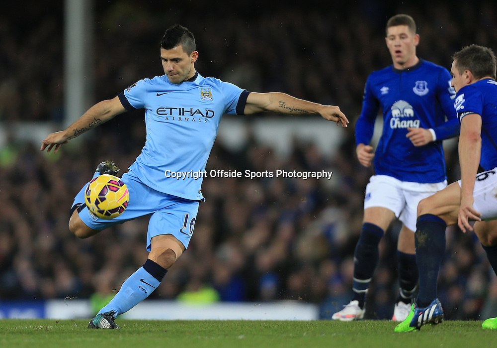 10th January 2015 - Barclays Premier League - Everton v Manchester City - Sergio Aguero of Man City keeps his eye on the ball - Photo: Simon Stacpoole / Offside.
