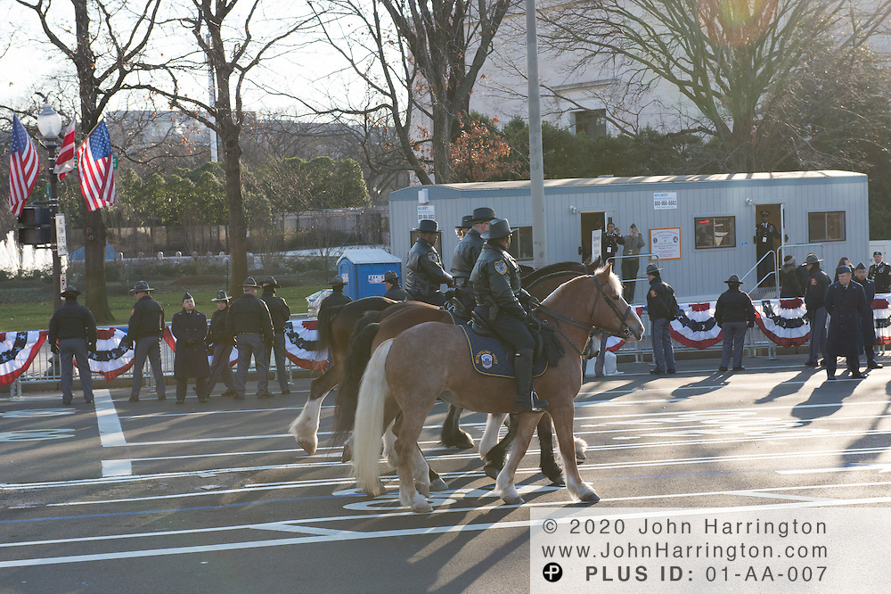 Washington DC Metropolitan Police Department Mounted Unit process down the parade for the 57th Presidential Inauguration of President Barack Obama at the U.S. Capitol Building in Washington, DC January 21, 2013.