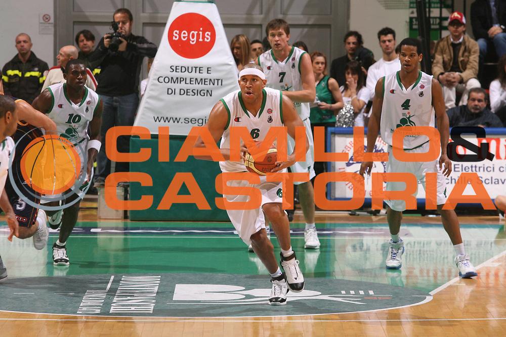 DESCRIZIONE : Siena Lega A1 2006-07 Montepaschi Siena Lottomatica Virtus Roma <br /> GIOCATORE : Baxter <br /> SQUADRA : Montepaschi Siena <br /> EVENTO : Campionato Lega A1 2006-2007 <br /> GARA : Montepaschi Siena Lottomatica Virtus Roma <br /> DATA : 05/11/2006 <br /> CATEGORIA : Passaggio <br /> SPORT : Pallacanestro <br /> AUTORE : Agenzia Ciamillo-Castoria/G.Ciamillo