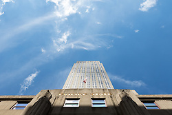THEMENBILD - Das Empire State Building ist ein Wolkenkratzer im New Yorker Stadtteil Manhattan. Mit einer Höhe von 443 Metern war es lange Zeit das höchste Gebäude der Welt. Bis heute gilt das Empire State Building als Wahrzeichen von New York, im Bild die Ostseite des Empire State Building, Aufgenommen am 08. August 2016 // The Empire State Building is a skyscraper in Manhattan. It stands 443 Meter high and was the tallest building of the world for a long time. It is deemed to be the town's landmark, This picture shows the east side of the Empire State Building, New York City, United States on 2016/08/08. EXPA Pictures © 2016, PhotoCredit: EXPA/ Sebastian Pucher