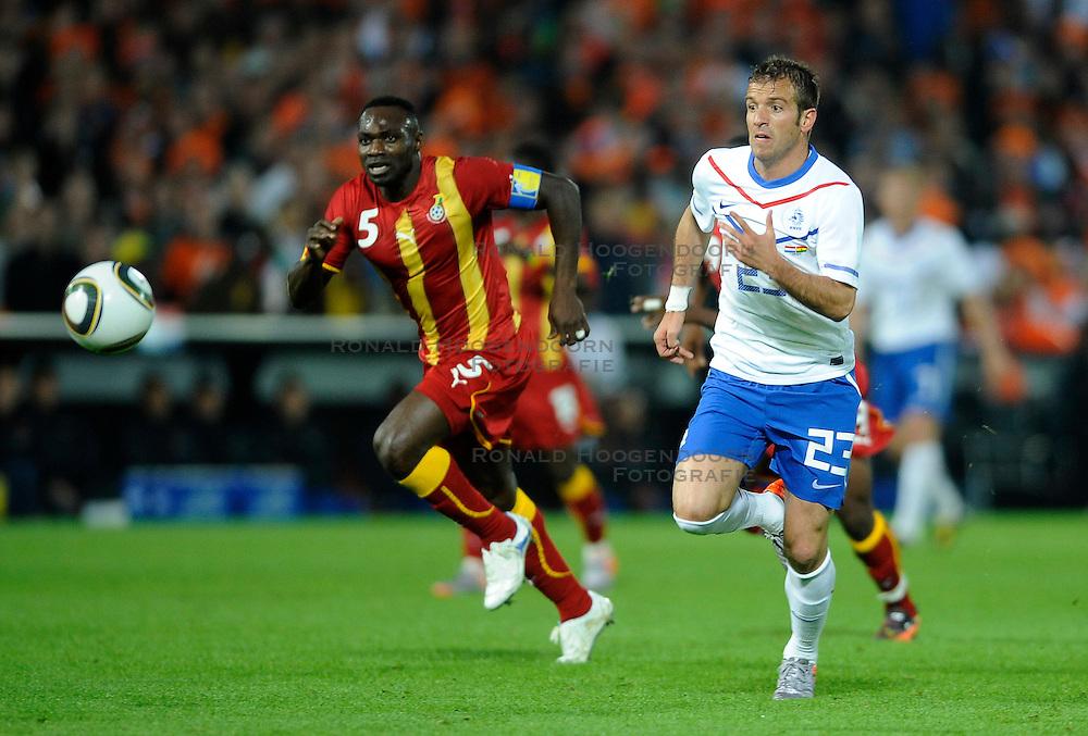 01-06-2010 VOETBAL: NEDERLAND - GHANA: ROTTERDAM<br /> Nederland wint vrij eenvoudig de oefenwedstrijd van Ghana / Rafael van der Vaart<br /> &copy;2010-WWW.FOTOHOOGENDOORN.NL