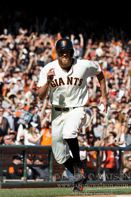 SAN FRANCISCO, CA - OCTOBER 02: Hunter Pence #8 of the San Francisco Giants runs to home plate to score a run against the Los Angeles Dodgers during the eighth inning at AT&T Park on October 2, 2016 in San Francisco, California. The San Francisco Giants defeated the Los Angeles Dodgers 7-1. (Photo by Jason O. Watson/Getty Images) *** Local Caption *** Hunter Pence