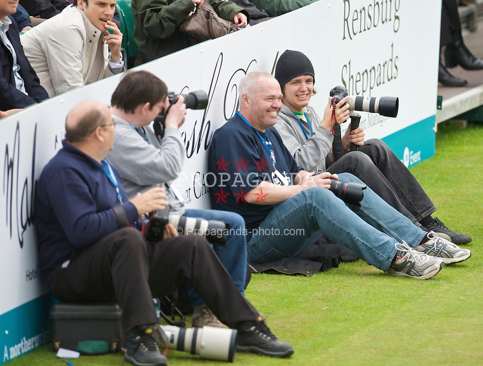 LIVERPOOL, ENGLAND - Thursday, June 18, 2009: Photographers Stan and David Tickle during Day Two of the Tradition ICAP Liverpool International Tennis Tournament 2009 at Calderstones Park. (Pic by David Rawcliffe/Propaganda)