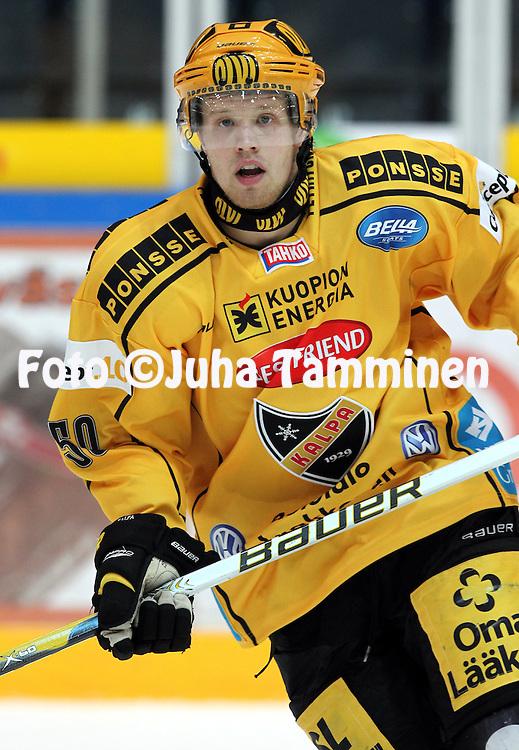 28.09.2010, H?meenlinna..J??kiekon SM-liiga 2010-11. .HPK - KalPa..Toni Hyv?rinen - KalPa.©Juha Tamminen.
