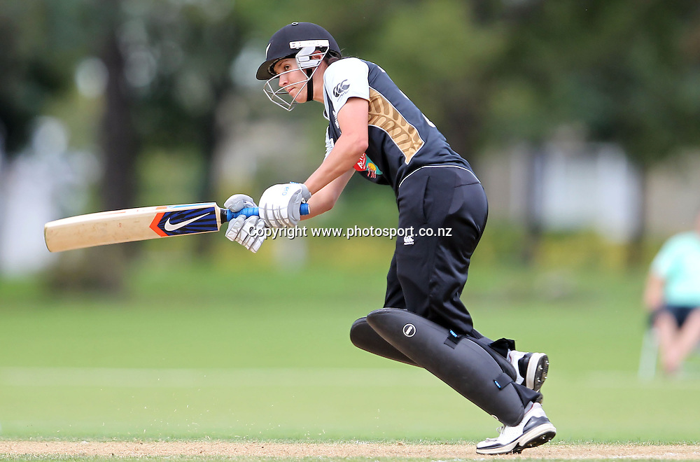 Sara McGlashan in action for the White Ferns.<br /> Cricket - Rosebowl Series. Twenty20 International - New Zealand White Ferns v Australia, 20 February 2011, Queens Park, Invercargill, New Zealand.<br /> Photo: Rob Jefferies / www.photosport.co.nz