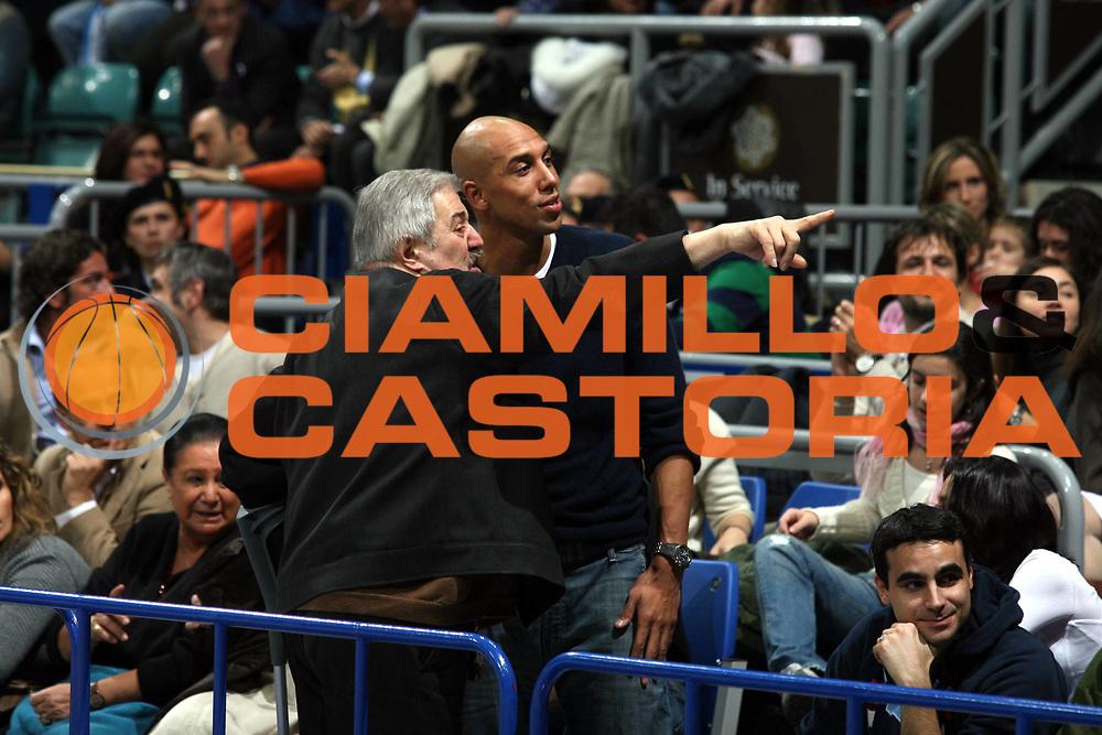 DESCRIZIONE : Bologna Lega A1 2006-07 Climamio Fortitudo Bologna Legea Scafati <br />GIOCATORE : Myers Tifosi <br />SQUADRA : <br />EVENTO : Campionato Lega A1 2006-2007 <br />GARA : Climamio Fortitudo Bologna Legea Scafati <br />DATA : 25/11/2006 <br />CATEGORIA : Curiosita  <br />SPORT : Pallacanestro <br />AUTORE : Agenzia Ciamillo-Castoria/M.Marchi