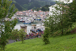 The peloton reaches the sea during Stage 2 of the Emakumeen Bira - a 90.8 km road race, starting and finishing in Markina Xemein on May 18, 2017, in Basque Country, Spain. (Photo by Balint Hamvas/Velofocus)