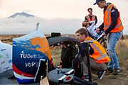 Op zondagochtend vinden de kwalificaties plaats. Het Human Power Team Delft en Amsterdam, dat bestaat uit studenten van de TU Delft en de VU Amsterdam, is in Amerika om tijdens de World Human Powered Speed Challenge in Nevada een poging te doen het wereldrecord snelfietsen voor vrouwen te verbreken met de VeloX 9, een gestroomlijnde ligfiets. Het record is met 121,81 km/h sinds 2010 in handen van de Francaise Barbara Buatois. De Canadees Todd Reichert is de snelste man met 144,17 km/h sinds 2016.<br /> <br /> With the VeloX 9, a special recumbent bike, the Human Power Team Delft and Amsterdam, consisting of students of the TU Delft and the VU Amsterdam, wants to set a new woman's world record cycling in September at the World Human Powered Speed Challenge in Nevada. The current speed record is 121,81 km/h, set in 2010 by Barbara Buatois. The fastest man is Todd Reichert with 144,17 km/h.