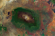 Mount Kilimanjaro rises in the north-eastern Tanzania to 5 891.8 meters according to measurements made in 2008 by GPS and gravity, replacing the previous value of 5895 meters obtained in 1952 by a British team. Altitude, which was the subject of measures since 1889, with results varying by more than one hundred meters, making it the highest point of Africa and therefore one of the Seven Summits.