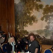 NLD/Amsterdam/20060131 - BN'er hondendiner, protest tegen gebruik proefdieren, Louise van Teylingen en partner Henk Schiffmacher en hond, wandschildering