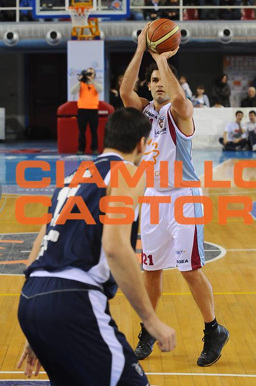 DESCRIZIONE : Rieti Lega A1 2008-09 Solsonica Rieti Gmac Fortitudo Bologna<br /> GIOCATORE : Vangelis Sklavos<br /> SQUADRA : Solsonica Rieti<br /> EVENTO : Campionato Lega A1 2008-2009 <br /> GARA : Solsonica Rieti Gmac Fortitudo Bologna<br /> DATA : 15/02/2009<br /> CATEGORIA : Three Points<br /> SPORT : Pallacanestro <br /> AUTORE : Agenzia Ciamillo-Castoria/E.Grillotti