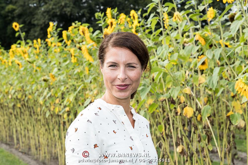 NLD/'t Harde/20170905 - kick-off Opvliegers-3 Actrices verdiepen zich in de overgang, Sandra Mattie