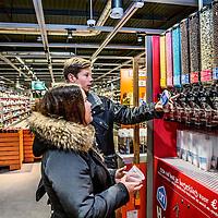 Nederland, Purmerend , 2 november 2016.<br /> Vandaag ging de Albert Heijn XL in Purmerend weer open na een &nbsp;ingrijpende verbouwing van twee weken. In de allernieuwste XL van Nederland worden&nbsp;klanten volop ge&iuml;nspireerd door nieuw assortiment en innovatieve concepten. Vers speelt een hoofdrol in de nieuwe Albert Heijn XL. Klanten zien door de hele winkel vernieuwende versconcepten zoals&nbsp;verse vis op ijs en een sappen- en yoghurtbar. De winkeltrip wordt een beleving met de &lsquo;choose&nbsp;it&nbsp;yourself&rsquo;-concepten zoalskruiden plukken in&nbsp;de kruidentuin, schaal- en schelpdieren scheppen of je favoriete&nbsp;hagelslagsamenstellen.&nbsp;&nbsp;En door een fors aantal energiebesparende maatregelen mag de XL in Purmerend zich vanaf vandaag de duurzaamste supermarkt van Europa noemen.<br /> &nbsp;<br /> Netherlands, Purmerend, November 2, 2016.<br /> <br /> Today, dutch supermarket Albert Heijn XL in Purmerend reopened after an extensive renovation of two weeks. In the latest XL Netherlands customers are fully inspired by new product ranges and innovative concepts. Fresh plays a key role in the new Albert Heijn XL. Throughout the store customers see fresh innovative concepts such as fresh fish on ice and juice and yoghurtbar. The shopping trip is an experience with the &quot;choose it yourself 'concepts such as picking herbs in the herb garden, seafood or create your favorite chocolate sprinkles assemblies. And with the a large number of energy saving measures Albert Heijn XL Purmerend may call itself as of today the most sustainable supermarket in Europe.<br /> <br /> Foto: Jean-Pierre Jans