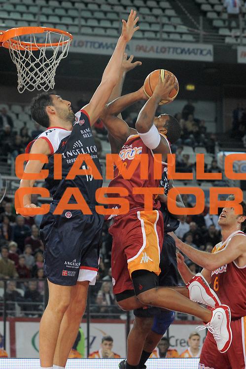 DESCRIZIONE : Roma Lega A 2009-10 Basket Lottomatica Virtus Roma Angelico Biella<br /> GIOCATORE : Ricky Minard<br /> SQUADRA : Lottomatica Virtus Roma<br /> EVENTO : Campionato Lega A 2009-2010<br /> GARA : Lottomatica Virtus Roma Angelico Biella<br /> DATA : 08/11/2009<br /> CATEGORIA : Tiro<br /> SPORT : Pallacanestro<br /> AUTORE : Agenzia Ciamillo-Castoria/G.Vannicelli<br /> Galleria : Lega Basket A 2009-2010 <br /> Fotonotizia : Roma Campionato Italiano Lega A 2009-2010 Lottomatica Virtus Roma Angelico Biella<br /> Predefinita :