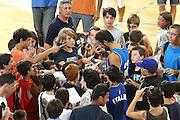 DESCRIZIONE : Firenze I&deg; Torneo Nelson Mandela Forum Italia Macedonia<br /> GIOCATORE : Marco Belinelli<br /> SQUADRA : Nazionale Italiana Uomini <br /> EVENTO : I&deg; Torneo Nelson Mandela Forum Italia Macedonia<br /> GARA : Italia Macedonia<br /> DATA : 16/07/2010 <br /> CATEGORIA : autografi supporter<br /> SPORT : Pallacanestro <br /> AUTORE : Agenzia Ciamillo-Castoria/GiulioCiamillo<br /> Galleria : Fip Nazionali 2010