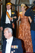 Koning Willem-Alexander en koningin Máxima ontvangen het Corps Diplomatique voor het jaarlijkse galadiner in het Koninklijk Paleis. Het diner vindt plaats om de internationale relaties te onderhouden en te versterken. <br /> <br /> King Willem-Alexander and Queen Maxima received the Diplomatic Corps for the annual gala dinner at the Royal Palace. The dinner takes place in order to maintain international relations and strengthen.<br /> <br /> Op de foto / On the photo:  Koning Willem-Alexander en koningin Máxima  / King Willem-Alexander and Queen Maxima