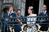 Le Prince William, Kate, la Duchesse de Cambridge, le Prince Harry et le Premier ministre belge Elio Di Rupo saluent le public depuis le balcon de l'Hôtel de ville de Mons, a` l'occasion du Centie`me anniversaire de la<br />  Premie`re Guerre mondiale.<br /> La Duchesse de Cambridge en plein fou-rire lorsque le Prince Harry est acclamé par la foule et reçoit une demande de rendez-vous par deux jeunes filles belges.<br /> <br />  Belgique, Mons, . 4 Août 2014.<br /> <br />  Prince William, Kate, Duchess of Cambridge, Prince Harry and Belgian Prime Minister Elio Di Rupo pictured during a reception in Mons city hall, ahead of a commemoration at Saint-Symphorien cemetery, part of the 100th anniversary of the Commemoration of the 100th anniversary of the First World War.<br /> Duchess of Cambridge open laughter when Prince Harry is cheered by the crowd and received a request for an appointment by two Belgian girls.<br />  Belgium, Mons, August 4, 2014.