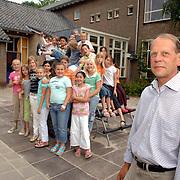 NLD/Amsterdam/20070612 - Leraar Floor van de Heuvel neemt afscheid van de Koning Beatrixschool Huizen