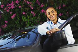 A Miss Brasil Deise Nunes posa junto de seu carro. FOTO: Jefferson Bernardes/Preview.com