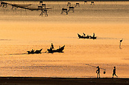 Vietnam,viet nam,landscape,nature,sunset dusk,color image,warm color,sea,fishing net,boat,people,outdoor,tranquility,lang co,hue,horizontal phong cảnh việt nam hoàng thế nhiệm