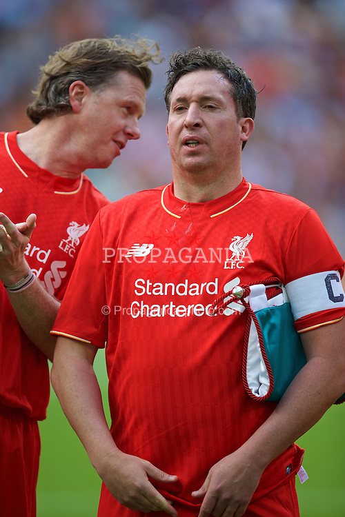 MADRIS, SPAIN - Sunday, June 14, 2015: Liverpool's Steve McManaman and captain Robbie Fowler line-up before the Corazon Classic Legends Friendly match against Real Madrid at the Estadio Santiago Bernabeu. (Pic by David Rawcliffe/Propaganda)