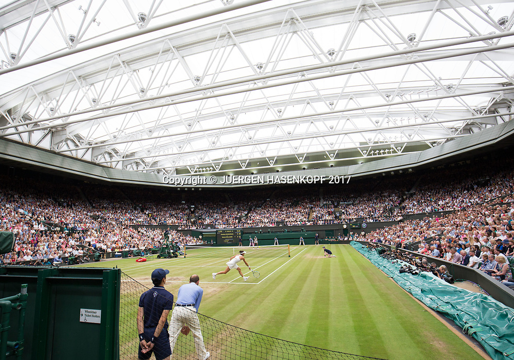 Wimbledon Feature, Centre Court mit geschlossenem Dach, Endspiel,Finale, Garbine Muguruza (vorne) gegen Venus Williams, Uebersicht,<br /> <br /> Tennis - Wimbledon 2017 - Grand Slam ITF / ATP / WTA -  AELTC - London -  - Great Britain  - 15 July 2017.