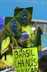 21-09-2000 AUS: Olympic Games Volleybal Nederland - Brazilie, Sydney<br /> Nederland verliest met 3-0 van Brazilie / Support Brazil publiek