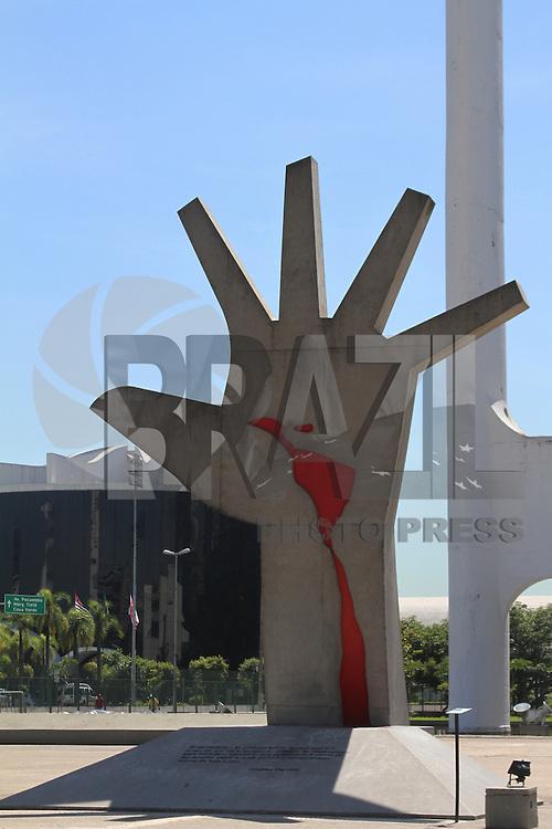 SAO PAULO,SP, 21 DEZEMBRO 2012 - EXPOSICAO OSCAR NIEMEYER - O Memorial da America Latina, apresenta uma das principais obras do arquiteto em Sao Paulo.  73 caricaturistas e cartunistas elaboraram um material especial para uma mostra em homenagem a Oscar Niemeyer (1907-2012). A exposição fica em cartaz até o dia 31 de janeiro. O Memorial fica na Barra Funda,  zona oeste da capital  - FOTO: LOLA OLIVEIRA/BRAZIL PHOTO PRESS