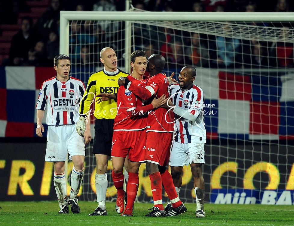 14-03-2009 Voetbal:Willem II:FC Twente:Tilburg<br /> Marko Arautovic en  Kargbo na het doelpunt. Het zou uitmonden na afloop in een opstootje tussen beiden<br /> Foto: Geert van Erven