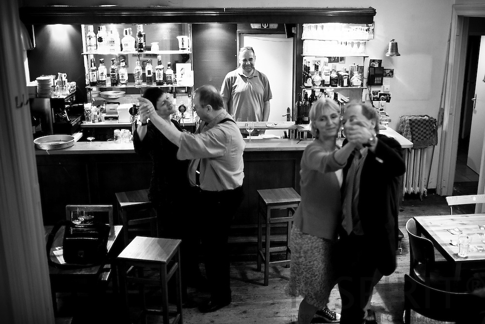 Daily life at the Old Hack Pub in the EU quarters in Brussels 28 July 2011. PHOTO: ERIK LUNTANG / INSPIRIT Photo.