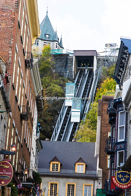 Canada. Quebec. the cable car, lift. The old port roofs and Saint Laurent river   / le funiculaire , les toits du  vieux port et le fleuve Saint Laurent