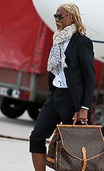 20.05.2010, Flughafen, Klagenfurt, AUT, WM Vorbereitung, Kamerun Ankunft im Bild , EXPA Pictures © 2010, PhotoCredit: EXPA/ J. Feichter / SPORTIDA PHOTO AGENCY