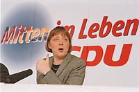 10.01.1999, Deutschland/Bonn:<br /> Angela Merkel, CDU Generalsekret&auml;rin, mit dem neuen CDU Slogan &quot;Mitten im Leben&quot; w&auml;hrend der Pressekonferenz nach der Klausurtagung des CDU-Bundesvorstandes, Konrad-Adenauer-Haus, Bonn<br /> IMAGE: 19990110-01/01-25